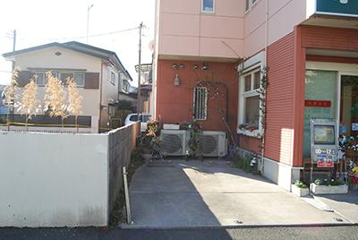 病院横駐車スペース(左側)